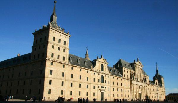 Hike & Visit el Escorial in Madrid with Dreampeaks
