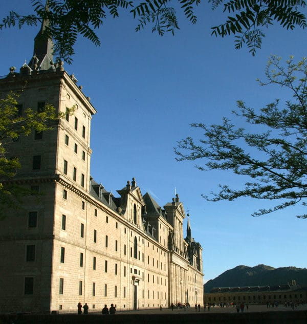 Hike & Visit el Escorial in Madrid with Dreampeaks