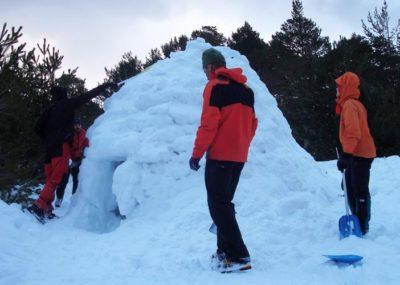 Build an Igloo. Winter Hike in Madrid. Snowshoeing in Madrid with Dreampeaks