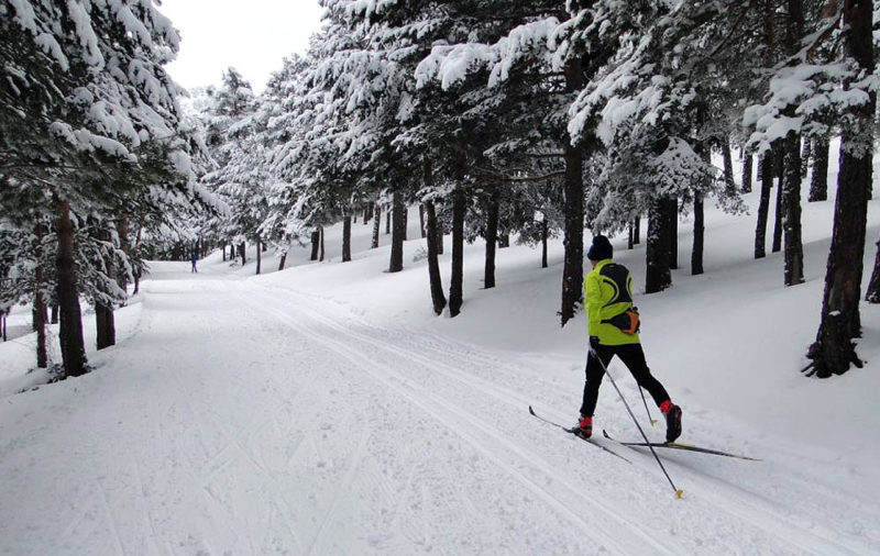Cross-Country Skiing in Madrid with Dreampeaks. Snow sports in Madrid.